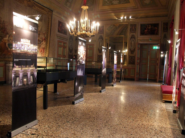 <div class=&quot;art-blockheader tit_gallery_sez&quot;> <div class=&quot;t titolopagina&quot;>Photografic exhibition at the Palazzo Reale</div> </div> <p><p>Year: 2010</p> <p>Client: Comune di Milano</p> <p>Designers: Davide Montanaro and Claudio Fiumicelli</p> <p class=&quot;testolungo&quot; style=&quot;text-align: left;&quot;>studiodsgn  cared for the photographic exhibition of artistic works shown during  the International Festival of Light in Milan. The exhibition was held  Monday, February 22 at the Palazzo Reale together with the winners&#8217;  award.</p></p> <span class='fotocounter'>2|4</span><span class='fotocounter'></span>
